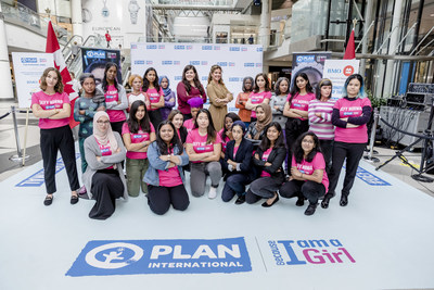Plan International Canada President & CEO Caroline Riseboro (centre left), Plan International Canada Global Ambassador Sophie Grégoire Trudeau (centre right) and Girl Ambassadors strike a defiant pose with International Day of the Girl statues at the CF Toronto Eaton Centre on October 11, 2018. (Josh Fee/Plan International Canada) (CNW Group/Plan International Canada)