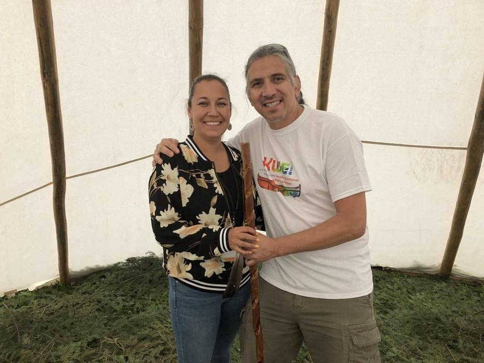 La nouvelle directrice générale de Puamun Meshkenu, Véronique Rankin, en compagnie de Dr. Stanley Vollant (Groupe CNW/Puamun Meshkenu - Chemin des mille rêves)