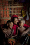 Rohingya refugee Asia Bibi* cuddling daughter Nur*, 5, (left) and son Anwar*, 8, (right), who has jaundice, in their shelter in the camps in Cox's Bazar, Bangladesh.  Photo: Abbie Trayler-Smith/ Oxfam (CNW Group/Oxfam Canada)
