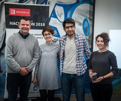 De gauche à droite : Michael Bourque, PDG Association canadienne de l'immeuble; Membres de l'équipe propGram : Bahar Eghtesadi, Reza Farahani, Maryam Moafi (Groupe CNW/Association canadienne de l'immeuble)