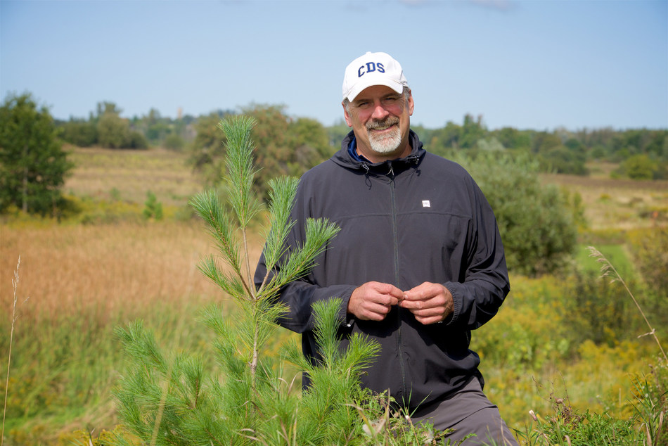 Green Leader, Andrew MacMillan, with a White Pine Tree on Country Day School Grounds. (CNW Group/Forests Ontario)