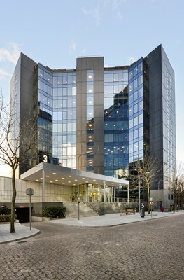 Lee Kum Kee's new Europe Regional Office is situated at 3 Harbour Exchange, a commercial building with prime location next to Canary Wharf on the bank of River Thames in the City of London