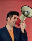BAnQ lance la nouvelle série d'entretiens Les porte-voix animée par Patrick Masbourian. Crédit : Caroline Bergeron. (Groupe CNW/Bibliothèque et Archives nationales du Québec)