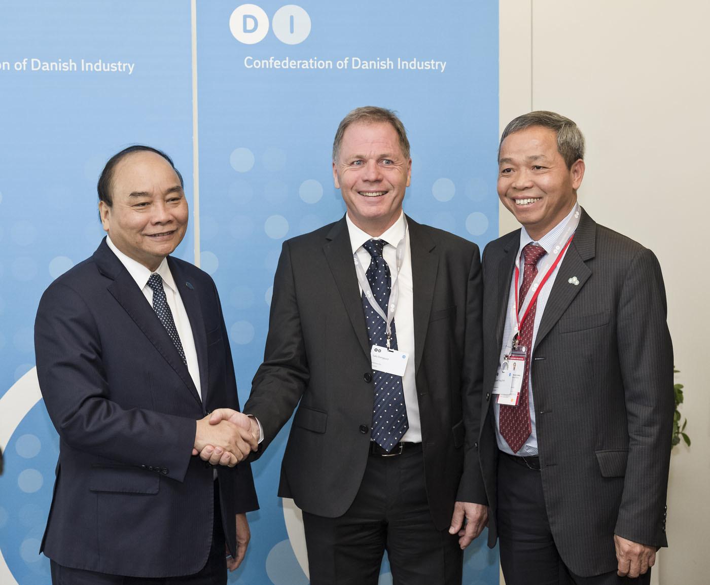 Vietnam's PM Nguyen Xuan Phuc congratulated strategic cooperation between CMC & Approxima