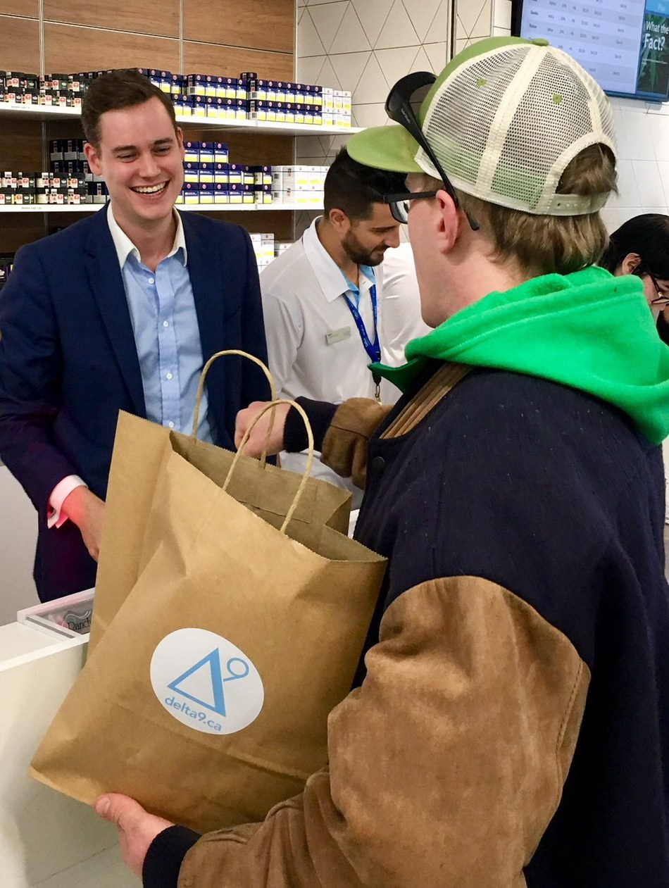 Delta 9 CEO John Arbuthnot serves cannabis legalization activist Steven Stairs, the first customer to buy cannabis on October 17, the first day of legalization in Canada. (CNW Group/Delta 9 Cannabis Inc.)