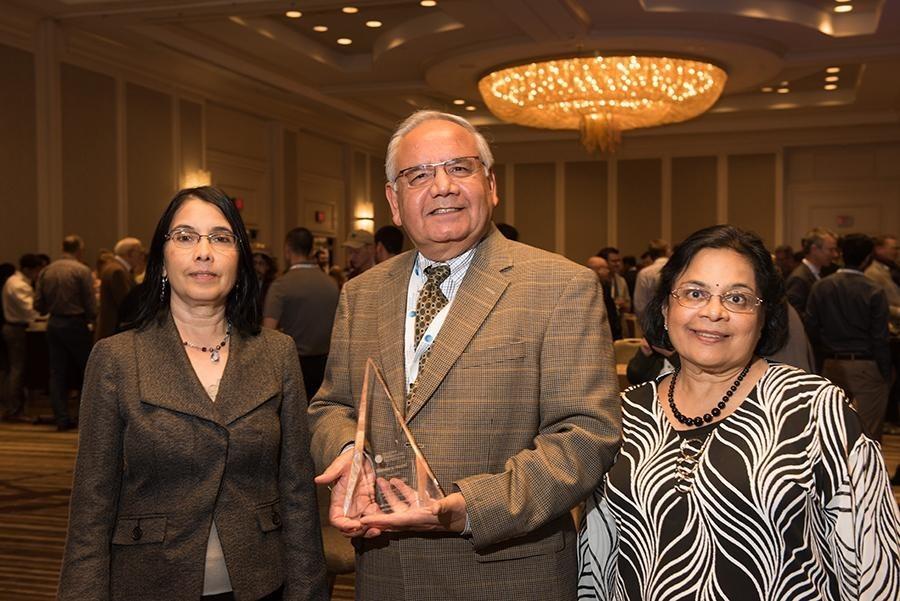 Dr. Naren Sanghvi accepts prestigious 2018 Visionary Award at the 6th International Symposium on Focused Ultrasound in Reston, Virginia
