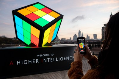 A giant AI-powered Rubik's Cube was unveiled by Huawei on London's South Bank to celebrate the launch of the new Mate 20 Pro – the world's first dual-AI powered smartphone. Members of the public worked together with the Artificial Intelligence inside the new Huawei Mate 20 Pro to solve the Cube (PRNewsfoto/Huawai)
