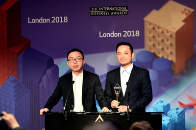 Representatives from Viettel receive the gold trophy of IBA Stevie Awards 2018 - London, England