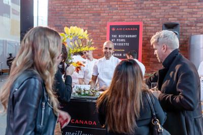 Le chef de « The Restaurant at Pearl Morissette », à l'événement des meilleurs nouveaux restos canadiens d'Air Canada à Toronto. (Groupe CNW/Air Canada)