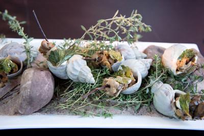 Buccins glacés et grillés avec gras de porc fumé, servis par « The Restaurant at Pearl Morissette », élu meilleur nouveau resto au Canada. (Groupe CNW/Air Canada)