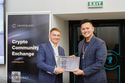 Maksim Lazarenko, Co-founder and CEO at Izetex (IZX) with Herbert Sim, Chief Commercial Officer at Cryptology Exchange during the exclusive partnership announcement at Cryptology's inaugural Moscow Blockchain Night.