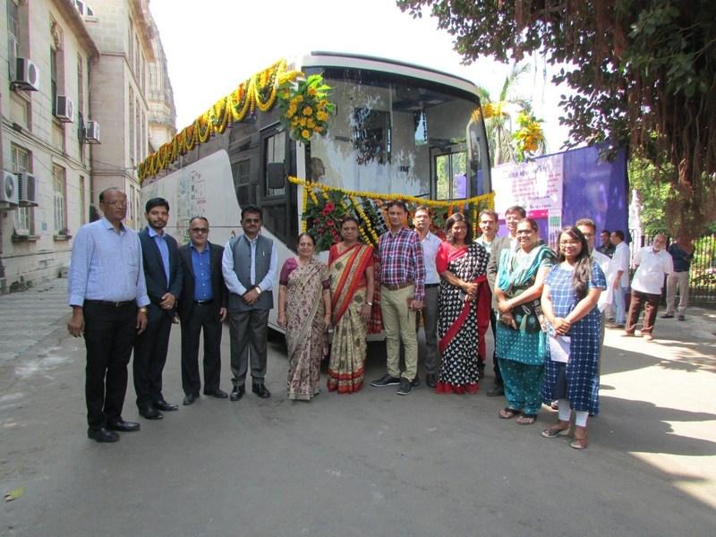 Left to right: Shri Satish Patel (Chairman of standing committee), Shri. Vishal Raghuvanshi (Indus Circle COO), Shri. Nishith Dave (Indus Circle CEO), Dr. Jivraj Chauhan (Dy. Mayor- VMC), Dr. Jigeeshaben Sheth ( Mayor- VMC), Shri Sudhir Patel(CEO- Vadodara Smart City), Shri Manish Bhatt (Director IT VMC) along with the NIIT foundation team and Indus Towers Team. (PRNewsfoto/Indus Towers Limited)