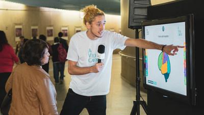 Ação na estação Clínicas, em São Paulo (SP), teve interação com o público em alerta ao AVC. Crédito da foto: Junior Rosa