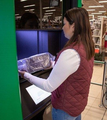 Canadian Tire customer enjoying the convenience of collecting their online purchase in less than a minute using the new Self-Serve Pick-Up Towers. (CNW Group/CANADIAN TIRE CORPORATION, LIMITED)