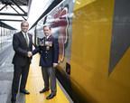 Yves Desjardin-Siciliano, Président et chef de la direction, VIA Rail Canada & Thomas Irvine, Président national, La Légion royale canadienne. (Groupe CNW/VIA Rail Canada Inc.)