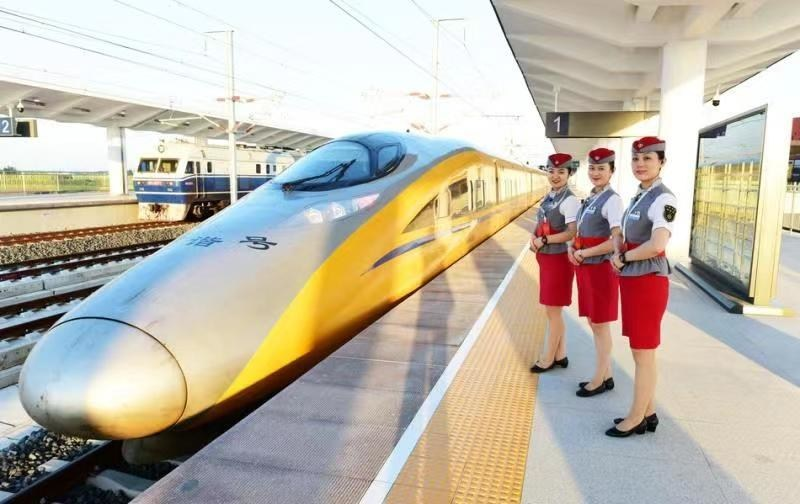 Qingdao to Shanghai in 4 Hours: Shandong Celebrates the Opening of New High-speed Rail Link (PRNewsfoto/Information Office of the Peopl)
