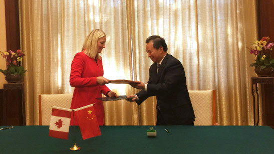 Canada's Minister of Environment and Climate Change, Catherine McKenna, shakes hands with the Minister of Ecology and Environment of the People's Republic of China, Li Ganjie, after signing a memorandum of understanding on climate change cooperation between Canada and China. (CNW Group/Environment and Climate Change Canada)