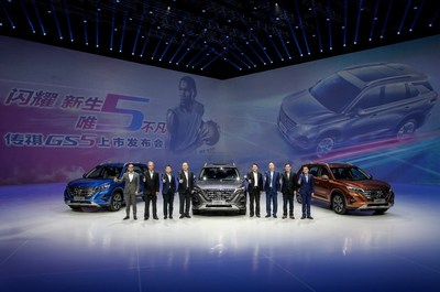Feng Xingya, President of GAC Group (fourth from right), Zhang Qingsong, Vice President of GAC Group (fourth from left), Yu Jun, President of GAC Motor (third from right) , Wang Qiujing, President of GAC R&D Center(third from left), Yan Jianming, Vice President of GAC Motor (second from right), Zeng Hebin, President of GAC Motor Sales Company(first from right), Marco, Chief Engineer of GAC R&D Center (second from left), Zhang Fan, Vice President of GAC R&D Center (first from left) at the launch event with the new GAC Motor's GS5 SUV (PRNewsfoto/GAC Motor)