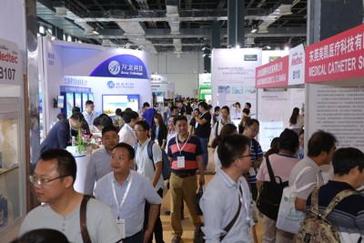 Visitors in the exhibition hall (PRNewsfoto/Medtec China)