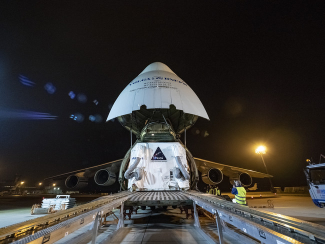 On May 5, 2018, the European Service Module for the NASA Orion ship is loaded on an Antonov aircraft in Bremen, Germany, for transportation to NASA's Kennedy Space Center in Florida. For the first time, NASA will use a European system as a critical element for feeding an American spacecraft, extending the international cooperation of the International Space Station in the deep space.