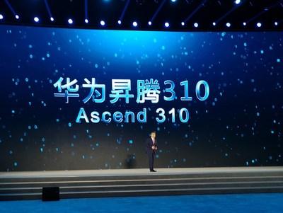 Yan Lida, diretor do conselho da Huawei e presidente do Huawei Enterprise Business Group, apresentou o Ascend 310 para os convidados da conferência (PRNewsfoto/Huawei)