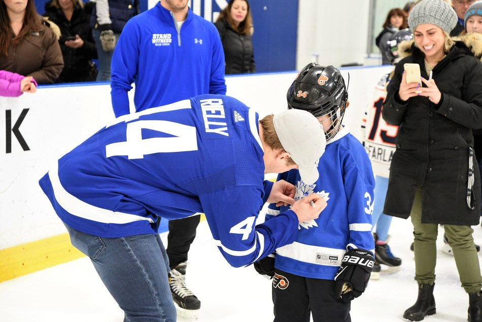 A minimum of $250 in fundraising gets fans out on the ice with Leafs players at the 2018 Toronto Maples Leafs Skate for Easter Seals Kids, Sun. Nov. 18. To sign up, visit EasterSealsSkate.org. (CNW Group/Easter Seals Ontario)