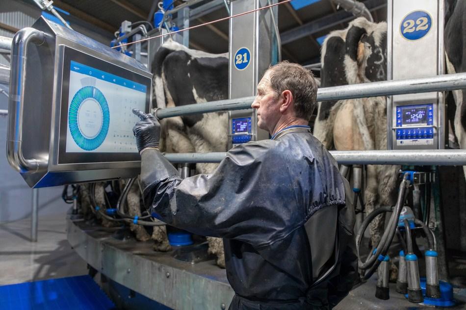 Dairymaster's New Award Winning Mission Control on Swiftflo Revolver Cow Rotary Milking Parlour (PRNewsfoto/Dairymaster)