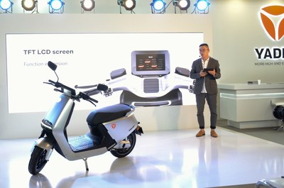 Yadea COO Xu Shuchang giving a presentation on the latest high-end lithium battery E-scooter G5 product at the event