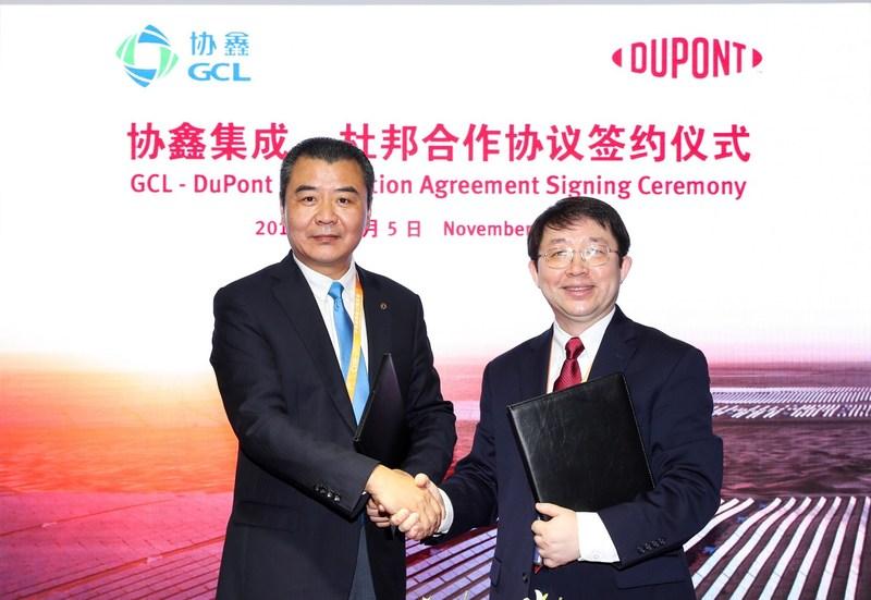 GCL-SI et DuPont Photovoltaic Solutions signent un accord de collaboration stratégique lors de la CIIE (PRNewsfoto/GCL-SI)