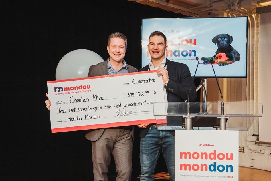Mondou Mondon Mira 375 000$ - DG Mondou M. Deschenes et DG M. St-Pierre (Groupe CNW/Mondou)