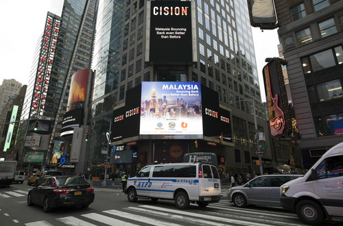 """New York's Times Square billboard displaying the """"Malaysia: Bouncing Back even Better than Before"""" TVC, during last Tuesday's US Mid-Term Elections day as passerby were anxious to stay abreast of the elections results. (PRNewsfoto/ISC Innovators Sdn Bhd)"""