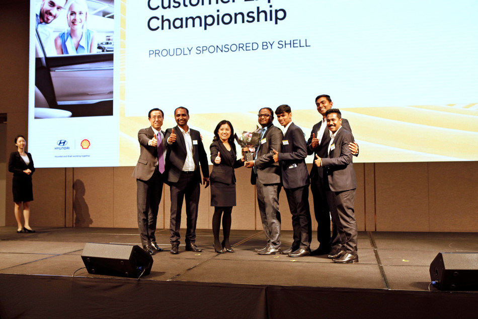 "Winners of Shell Awards pose for a commemorative photograph at ""Shell Gala Dinner"" celebrating the 1st Hyundai Global Customer Experience Championship held at the Seoul Dragon City Hotel."