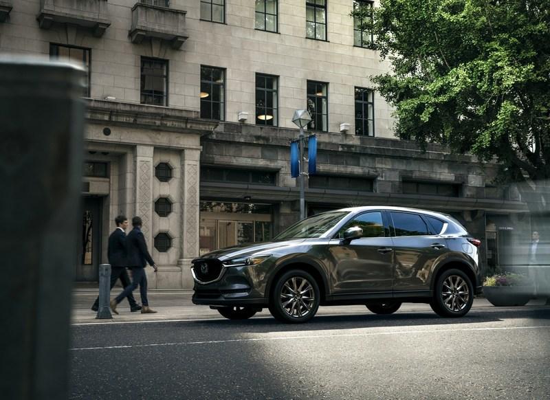 2019 Mazda CX-5 Signature (CNW Group/Mazda Canada Inc.)