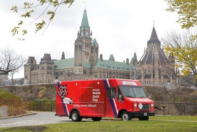 Purolator's new Mobile Quick Stop service – the first of its kind in Canada – operates as a convenient package pickup spot for customers, Monday to Friday from 3 to 8 p.m. at 683 Bank St., Ottawa. (CNW Group/Purolator Inc.)