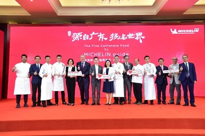 "Huang Yongsheng, the Vice President of GAC Motor; Pascal Couasnon, Global President of Michelin Mobility Experience; Bruno De-Feraudy, General Manager of Michelin China; and Michelin star chefs jointly announced the official release of ""The MICHELIN Guide Fine Cantonese Food"""
