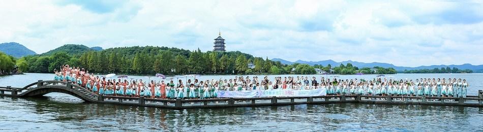 2018 Hangzhou Global Qipao Festival Hangzhou Campaign (PRNewsfoto/Hangzhou Tourism Committee)