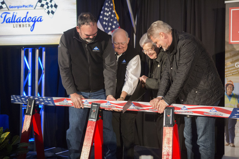 Today, Georgia-Pacific celebrated the official start of production at its newest lumber facility in Talladega, Alabama. The $100-million, 300,000-square-foot, technologically advanced plant currently employs more than 130 full-time people and will generate an estimated $5 million in annual payroll. L-R: Fritz Mason, vice president and general manager, Georgia-Pacific Lumber; Talladega Mayor Jerry Cooper; Honorable Governor Kay Ivey; Christian Fischer, Georgia-Pacific president and CEO.