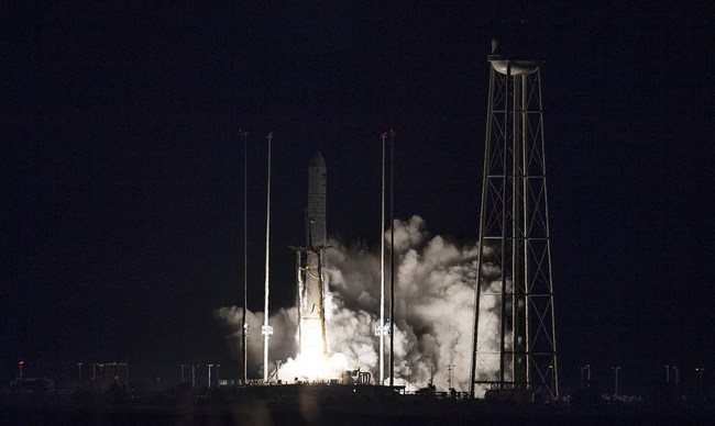 The Northrop Grumman Antares rocket, with Cygnus resupply spacecraft onboard, launches from Pad-0A, Saturday, Nov. 17, 2018, at NASA's Wallops Flight Facility in Virginia. Northrop Grumman's 10th contracted cargo resupply mission for NASA to the International Space Station will deliver about 7,400 pounds of science and research, crew supplies and vehicle hardware to the orbital laboratory and its crew.  Credit: NASA/Joel Kowsky