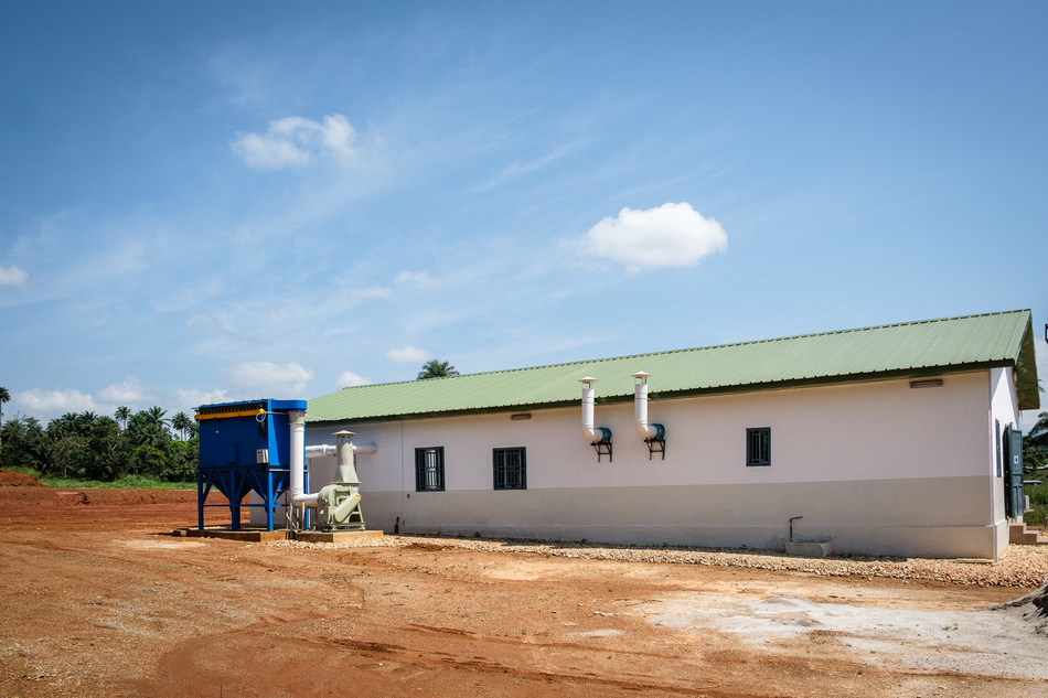 Laboratory exterior, dust collection and fume ventilation (CNW Group/SRG Graphite)