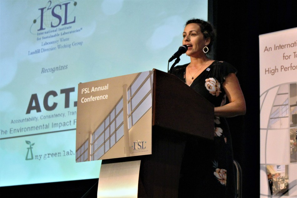 Kelly Weisinger from Emory University (pictured) and Dr. Ilyssa Gordon from Cleveland Clinic, co-chairs of the I2SL Waste Diversion Working Group, presented the sustainable procurement leadership awards at the I2SL conference.