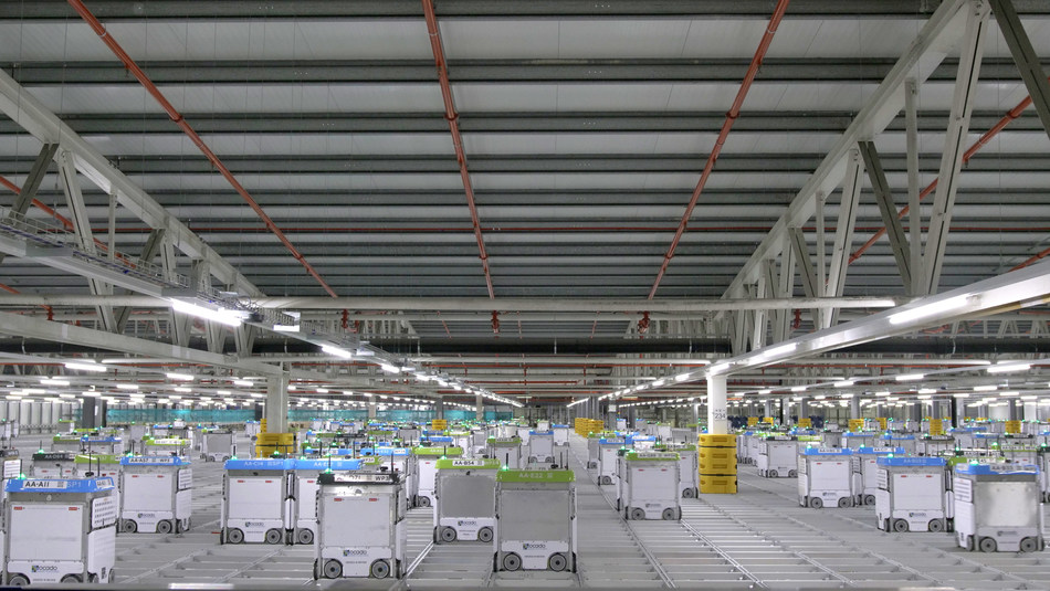 "Kroger and Ocado's new customer fulfillment center – an automated warehouse facility with digital and robotic capabilities, also known as a ""shed"". (PRNewsfoto/The Kroger Co.)"