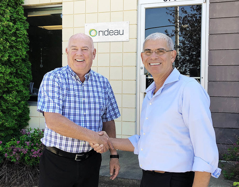 Stephen Hart (right) welcomes Drew Morris (left) on November 15th as the new general manager for Rideau's Western Distribution Center in Edmonton, Alberta (CNW Group/Rideau Recognition Solutions)
