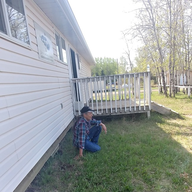 Muskotew Sakahikan Enowuk / Lubicon Lake Nation. Chief Bernard Ominayak sits outside the Nation office in Little Buffalo, Alberta. (August 2018) (CNW Group/Lubicon Lake Nation)