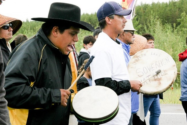 Muskotew Sakahikan Enowuk / Lubicon Lake Nation Singers ca. 2014. Councillor Bryan Laboucan (right); and Singer Douglas (Grouch) Gladue (left) (CNW Group/Lubicon Lake Nation)