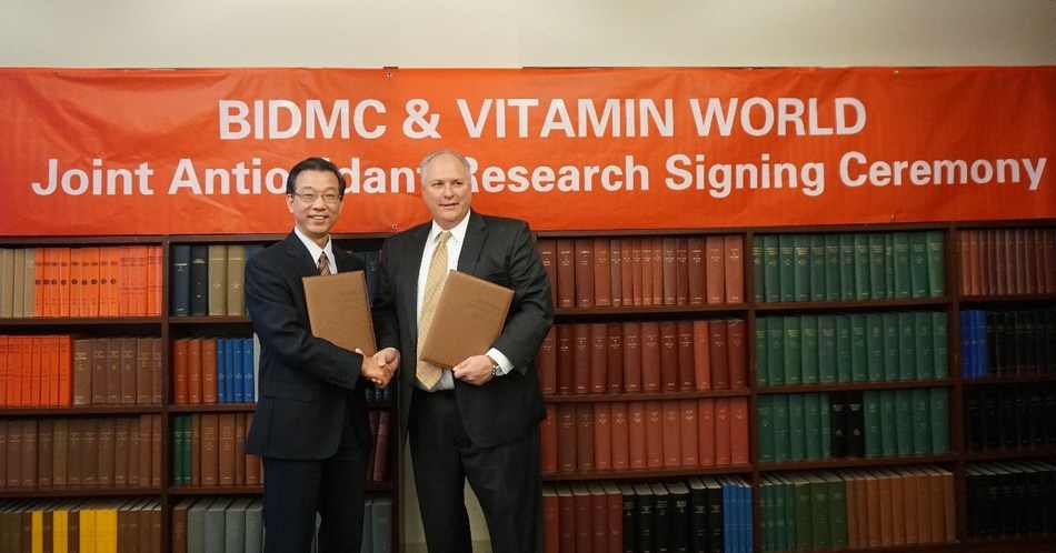 BIDMC & Vitamin World joint antioxidant research signing ceremony