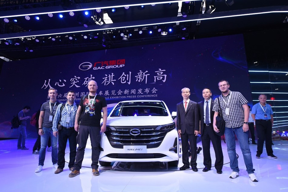 Russian Media taking a photo with Zhan Songguang, Executive Vice President of GAC Motor
