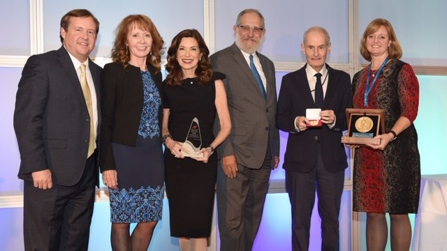 Left to right: Hugh Scott, Health Research Foundation; Pamela Fralick, Innovative Medicines Canada; Dr. Marla Shapiro; Mel Cappe, Health Research Foundation; Dr. David Jenkins; Janice Murray, Novartis Canada (CNW Group/Innovative Medicines Canada)