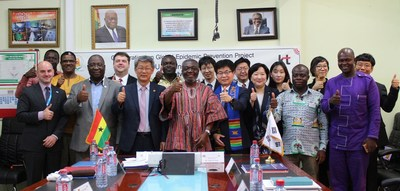Officials from KT Corporation, Ghana Health Service (GHS), the U.S. Centers for Disease Control and Prevention (CDC), the World Health Organization (WHO) and other related agencies are photographed during a signing ceremony between KT and GHS on the use of Big Data in preventing infectious diseases on November 16.