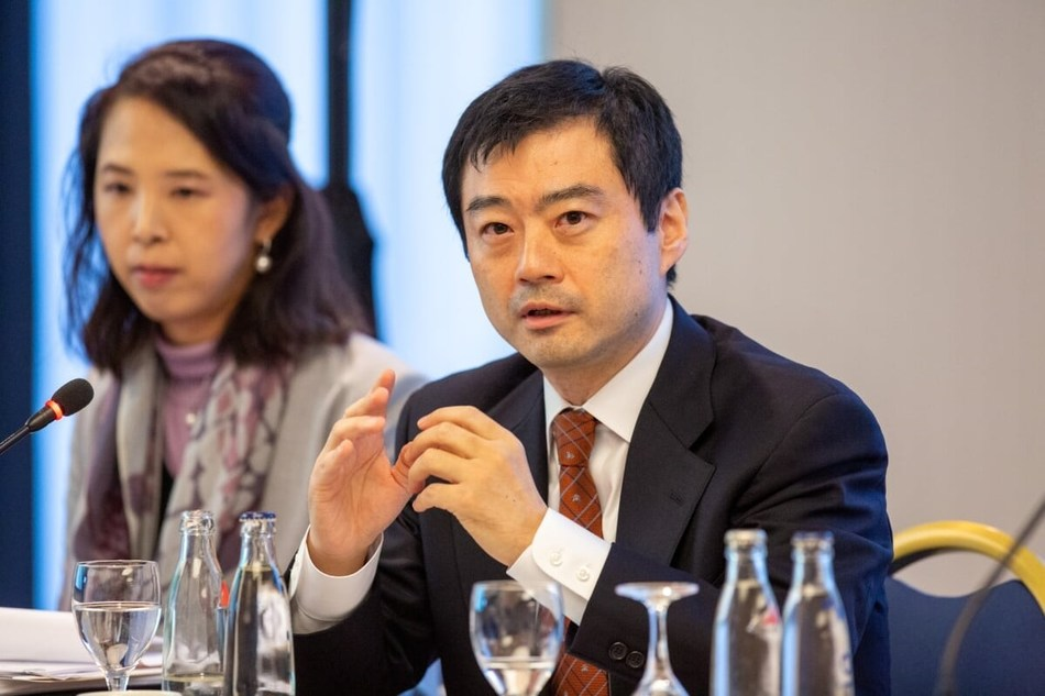Dr. Shinsuke Muto, Chairman of Integrity Healthcare Co., Ltd. and Information Policy Advisor to the Japanese Ministry of Health, Labour and Welfare (MHLW), talking to German healthcare stakeholders at a business roundtable held in Munich on 21 November 2018, hosted by the Government of Japan (next to him: Keiko Yamamoto, MD, MPH, Counselor at the Office of Global Communications at the Prime Minister's Office of Japan. (PRNewsfoto/Government of Japan)
