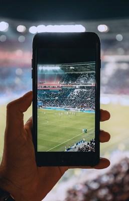 OKEx toma o palco central da Primeira Divisão Inglesa e lança campanha interativa ?Catch Us in the English Premier League!? (PRNewsfoto/OKEx)